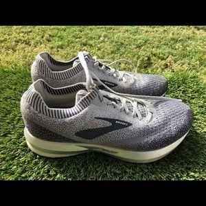 Women's Brooks Levitate 2 Running shoes sz 9